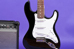 Elektrisk gitarr och förstärkare royaltyfri bild
