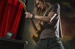 Vagga gitarren player_5 Arkivbilder