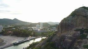 _ Vagga grottan som avtäcker panorama av Hua Hin, Thailand lager videofilmer
