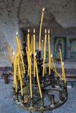 Vagga-högg ut kyrkor av Ivanovo och stearinljus arkivfoto