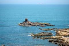 Vagga i det blåa havet av Eo-Gio-udde, det Binh Dinh landskapet, Vietnam Arkivfoton