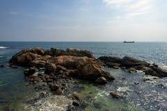 Vagga i havet Solnedgångskepp Pamoramic sikt Sri Lanka fotografering för bildbyråer