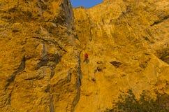 Vagga klättraren på ett brant vaggar arkivbilder