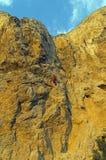Vagga klättraren på ett brant vaggar arkivbild