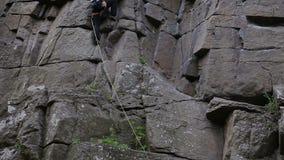 Vagga klättrareräckviddöverkanten stock video