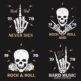Vagga musikgrungetrycket för dräkt med den skelett- handen, skalle och steg Uppsättning för tappningvagga-n-rulle t-skjorta diagr Arkivbilder