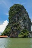 Vagga nära att sväva den muslimska byn Koh Panyee Island Arkivbild