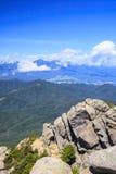 Vagga och berg Royaltyfria Bilder