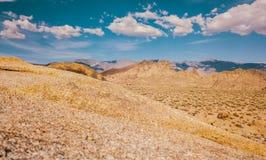 Vagga och den döda dalen Kalifornien för himmel arkivfoton