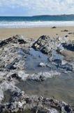 Vagga pölen på en cornisk strand Fotografering för Bildbyråer