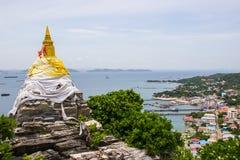 Vagga pagoden och panoramautsikten på Koh Sichang i det Chonburi landskapet, Thailand Royaltyfri Foto