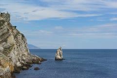 Vagga seglar nära uddelimen-Burun Lugna dag för sommar på Blacket Sea arkivfoton