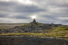 Vagga skulptur i isländskt landskap Royaltyfri Foto