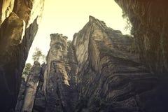 Vagga staden, nationalpark av Adrspach-Teplice i Tjeckien, tappningeffekt royaltyfri fotografi