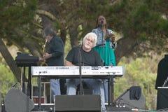 Vagga stjärnan som Michael McDonald utför i utomhus- konsert i Ventura, Kalifornien för Ventura Hillsides Conservancy och Venture Arkivfoto