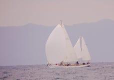 Vagga stranden med fartyget och havet Royaltyfria Bilder