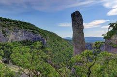 Vagga tornet i den VelaDraga kanjonen, den Ucka nationalparken, Kroatien Arkivbild
