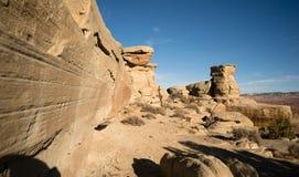 Vagga väggar som förbiser infödda länder i staten av Utah Arkivfoto
