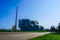 Vaggar den komplexa obelisken för den Brest fästninghjälten arkivbild