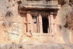 Vaggar den ncient Lycian för Ð- gravvalvet in Fethiye Turkiet Arkivbild