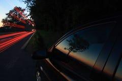 vaggar den pittoreska vägen för dramanatten skyen Arkivfoto