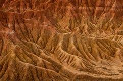 Vaggar den röda orange sandstenen för torkan bildande in Arkivbild