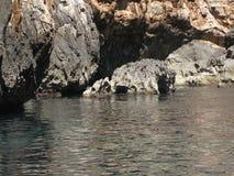 Vaggar i den blåa grottan Royaltyfria Bilder