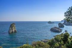Vaggar i det Ionian havet - Parga, Grekland Arkivfoton