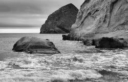 Vaggar i havet, udde Kiwanda, Oregon Arkivbilder