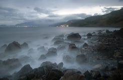 Vaggar i sjösidan Royaltyfri Foto