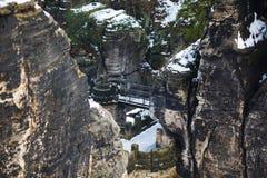 Vaggar nära den berömda Basteien i schweizaren Sachsen Fotografering för Bildbyråer