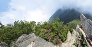 Vaggar och berg Fotografering för Bildbyråer