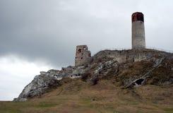 Vaggar och den fördärvade medeltida slotten Arkivbild