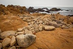 Vaggar och havet Arkivfoto