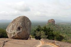 Vaggar och Sigiriya - lejonet att vagga, som sett från Pidurangala Ro fotografering för bildbyråer