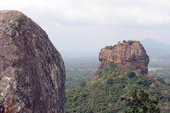 Vaggar och Sigiriya - lejonet att vagga, som sett från Pidurangala Ro royaltyfria foton