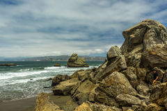 Vaggar på en strand nära San Francisco Fotografering för Bildbyråer