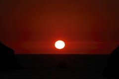 Vaggar på havet på en solig dag Fotografering för Bildbyråer