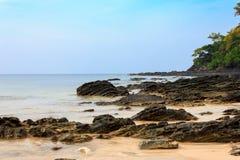 Vaggar på stranden Arkivbild