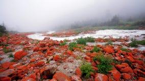 Vaggar röd Kina sichuan kangding yajiageng stranden fotografering för bildbyråer