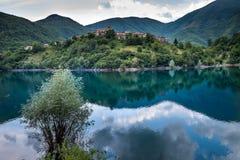 Vagli Di Sotto wioska na Lago Di Vagli, Vagli jezioro, Tuscany, Ja Obraz Stock