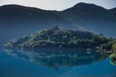 Vagli Di Sotto wioska na Lago Di Vagli, Vagli jezioro, Tuscany, Ja Fotografia Royalty Free