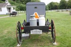 Vagn för Amish barnvagnmarknad på den Amish byn royaltyfri bild