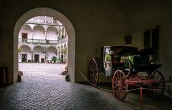 Vagn i gammal slott arkivfoton