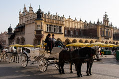 Vagn och hästar i Krakow Royaltyfri Bild
