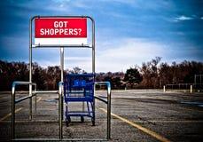 vagn som parkerar mycket shopping Arkivfoto