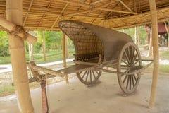 Vagnen eller oxcart eller vagnen tidigare används brett i landsbygder arkivbild