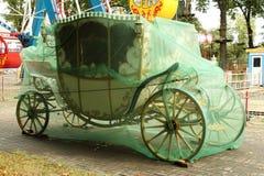 Vagnen i hösten parkerar Royaltyfri Fotografi
