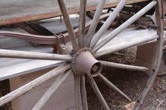 Vagnhjulet gör eker tunnare. Royaltyfri Foto