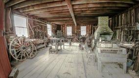 Vagnhjulet shoppar - den gamla världen Wisconsin royaltyfria foton